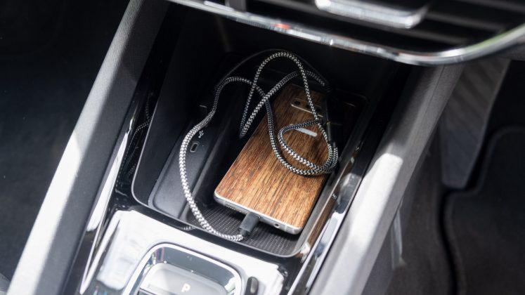 Skoda Octavia iV Estate phone storage