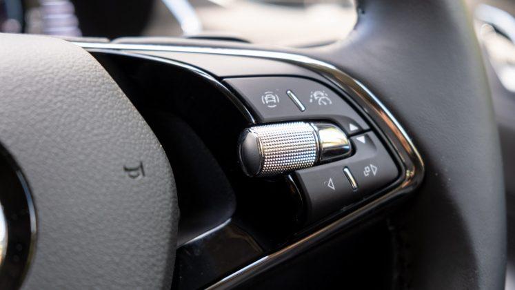 Skoda Octavia iV Estate steering buttons