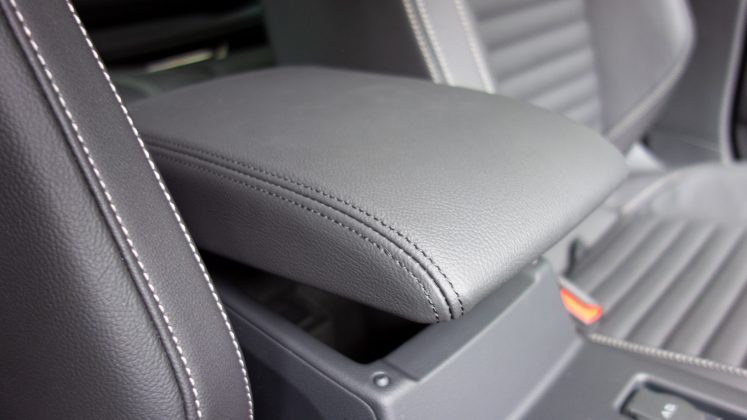 Volkswagen Passat Estate GTE armrest