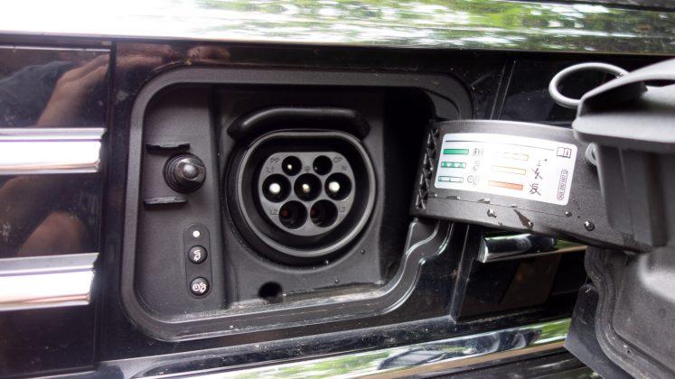 Volkswagen Passat Estate GTE charging