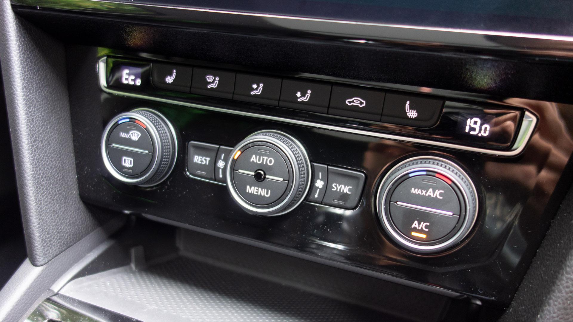 Volkswagen Passat Estate GTE climate controls