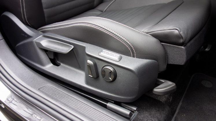 Volkswagen Passat Estate GTE controls