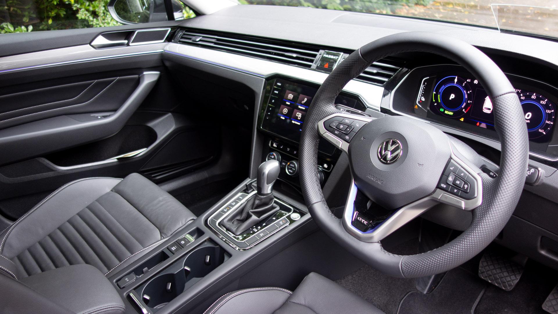 Volkswagen Passat Estate GTE front wheel