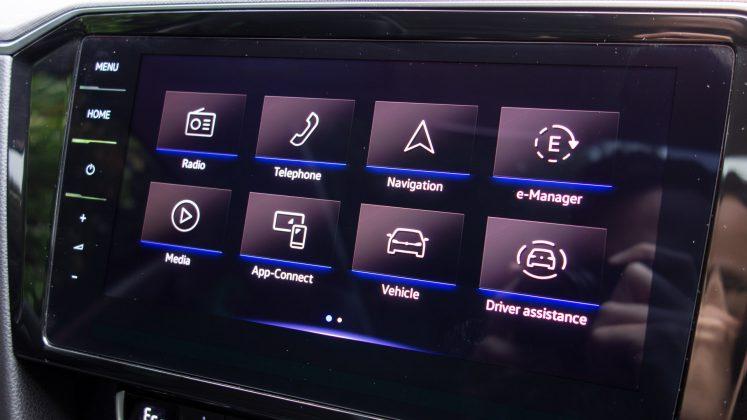 Volkswagen Passat Estate GTE infotainment system