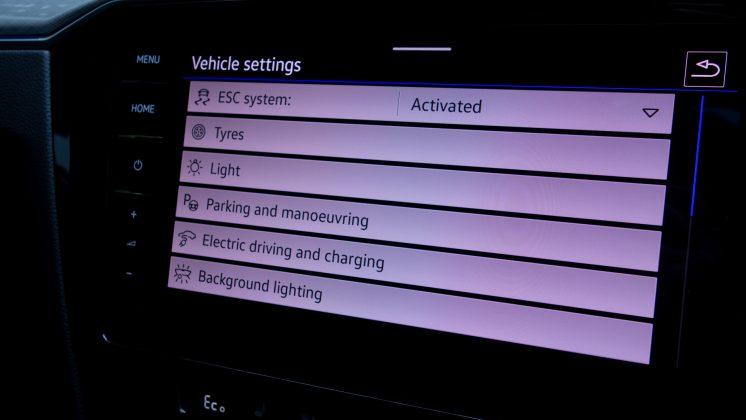 Volkswagen Passat Estate GTE menus
