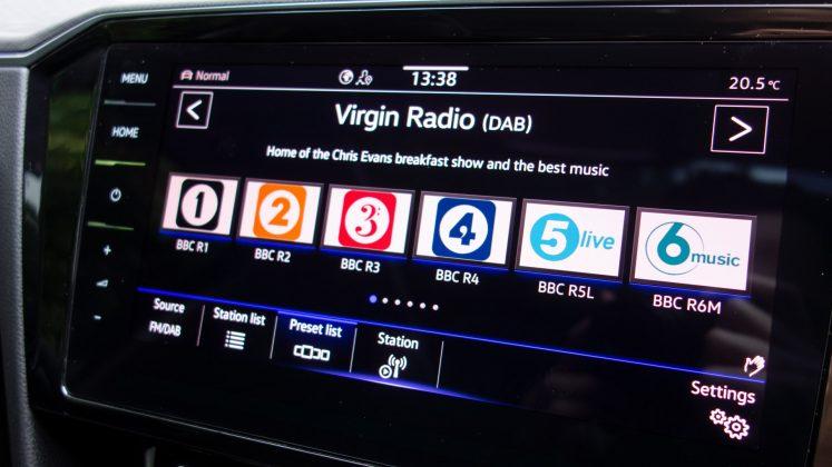 Volkswagen Passat Estate GTE radio