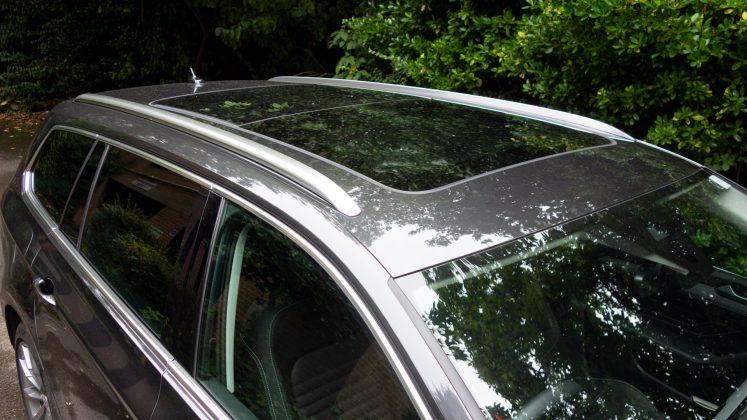 Volkswagen Passat Estate GTE roof
