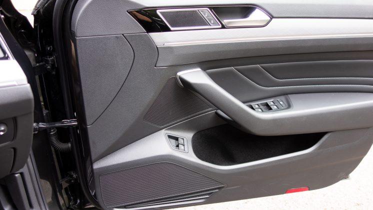 Volkswagen Passat Estate GTE speakers