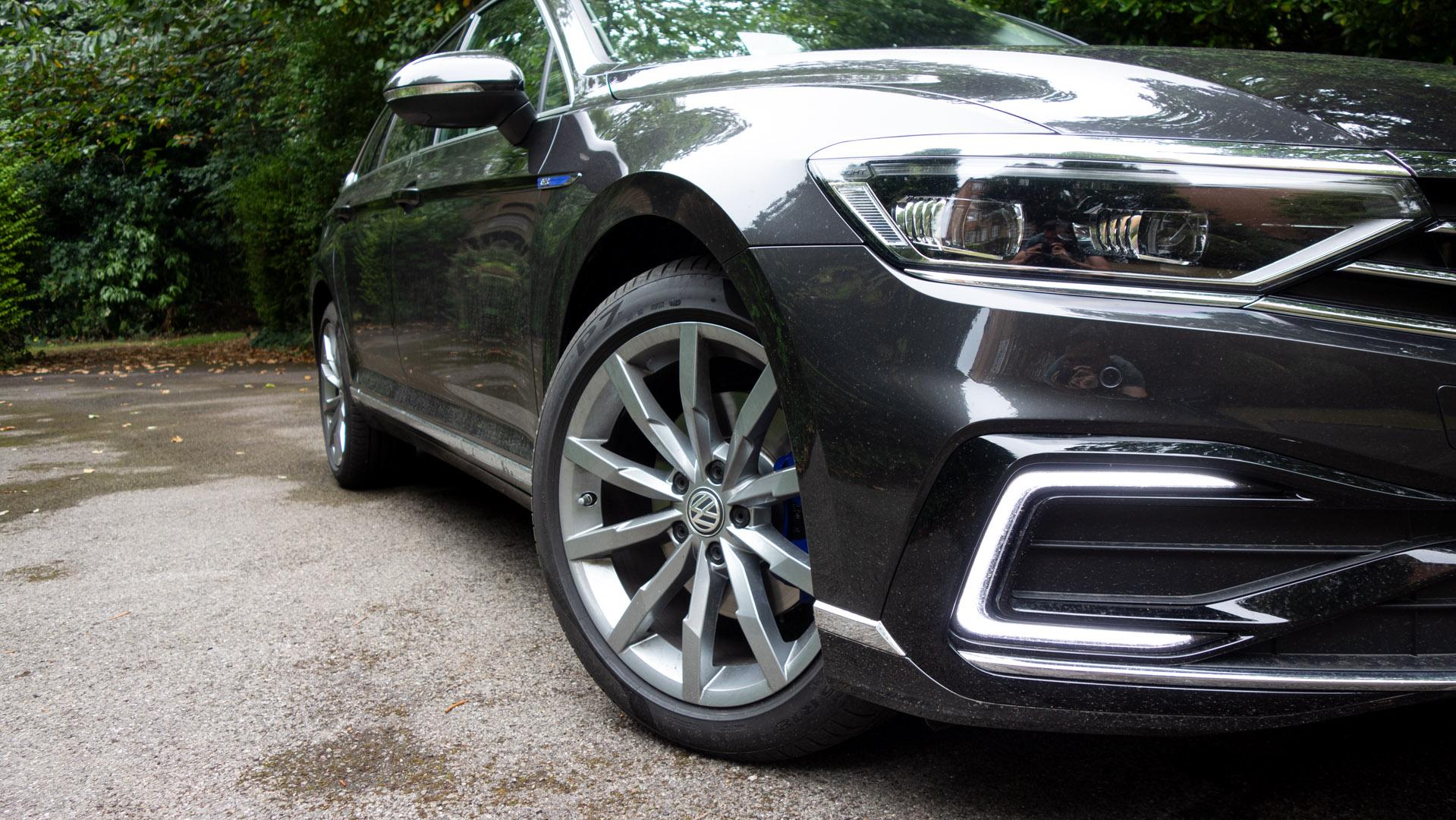 Volkswagen Passat Estate GTE wheels