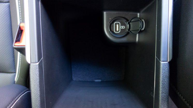 Kia e-Niro centre console compartment