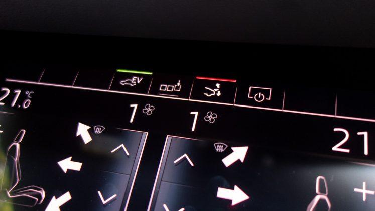 Audi A7 TFSIe spoiler button