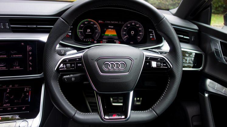 Audi A7 TFSIe steering wheel