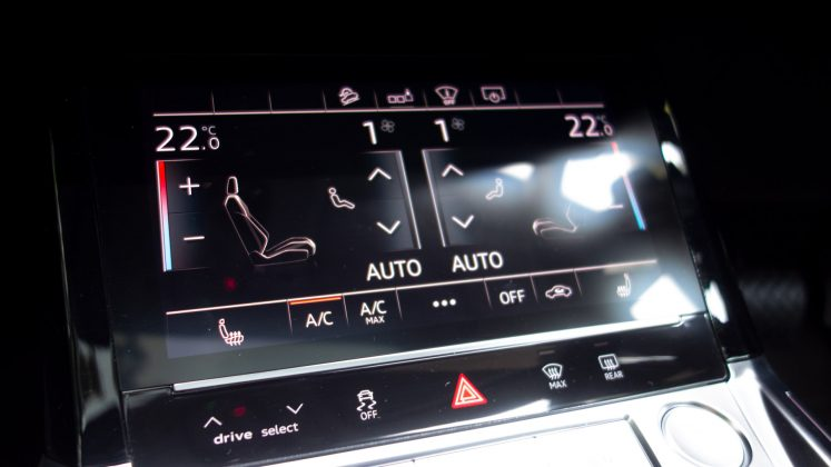 Audi e-tron climate controls