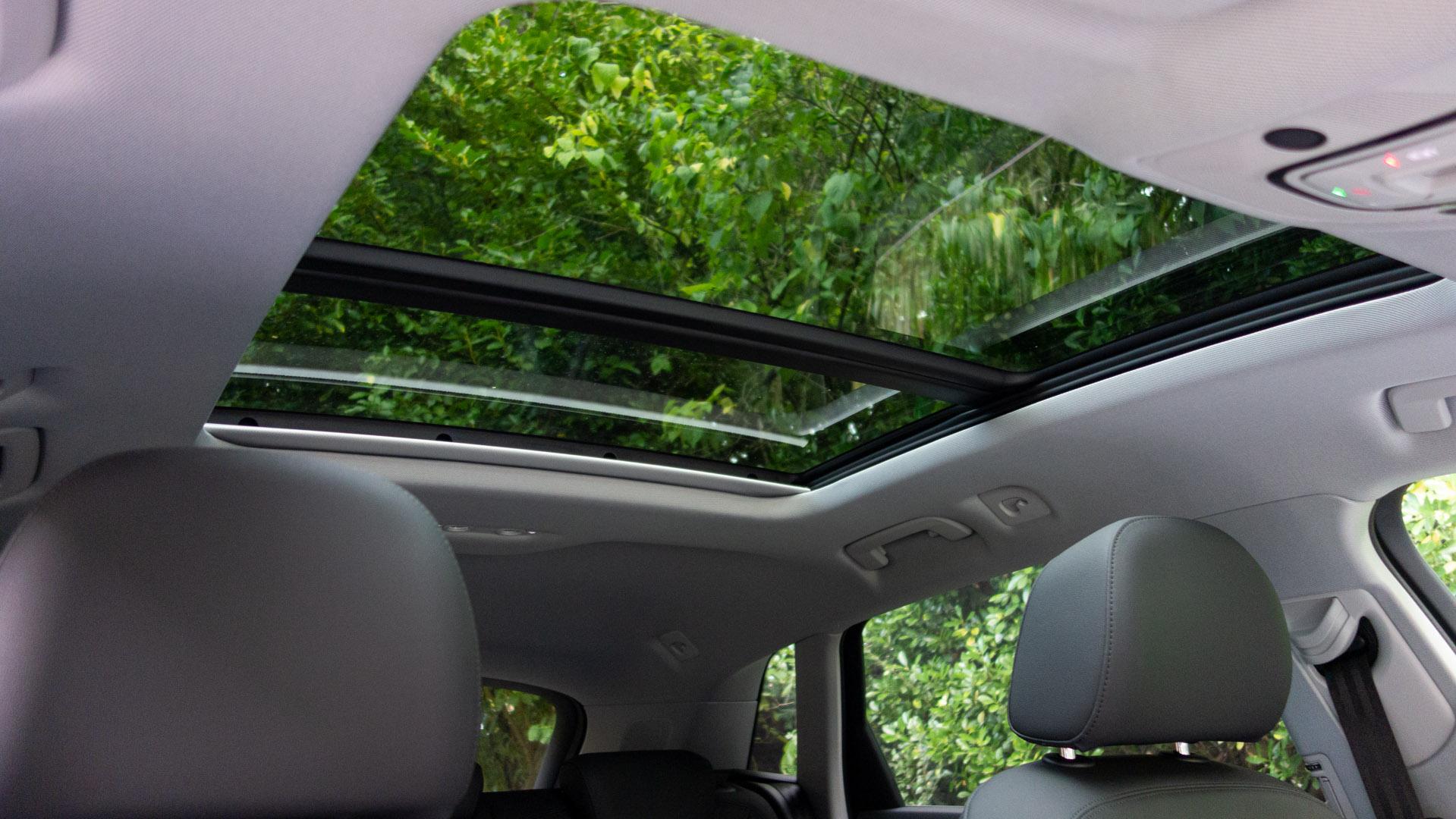 Audi e-tron sunroof light