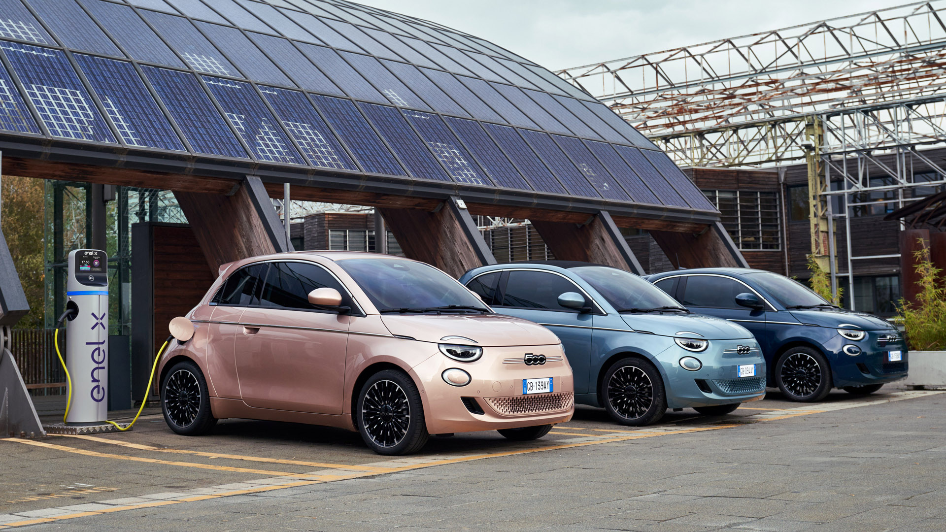 Fiat 500 Electric charging