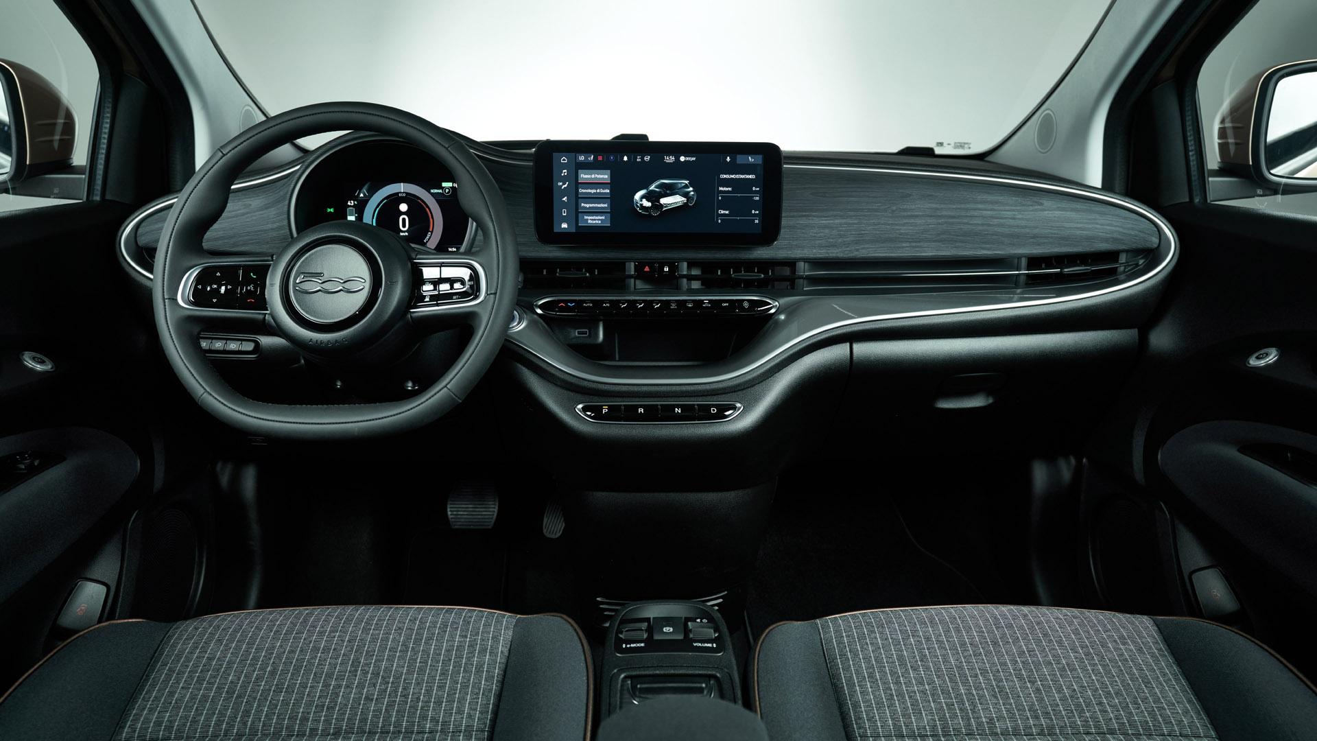 Fiat 500 Electric interior