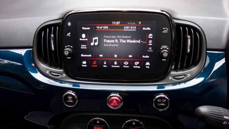 Fiat 500 Hybrid display