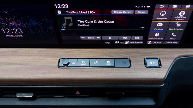 Honda e buttons