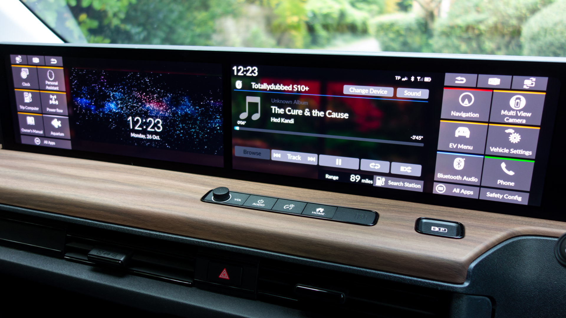 Honda e screens