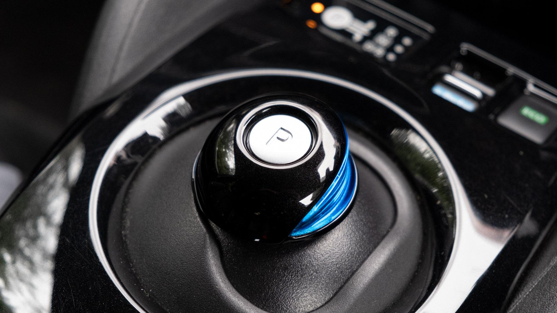 Nissan Leaf gear selector