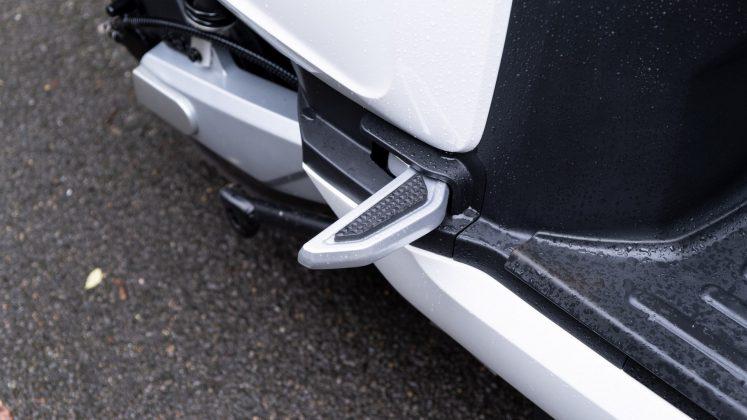 Sunra Robo-S rear seat legs