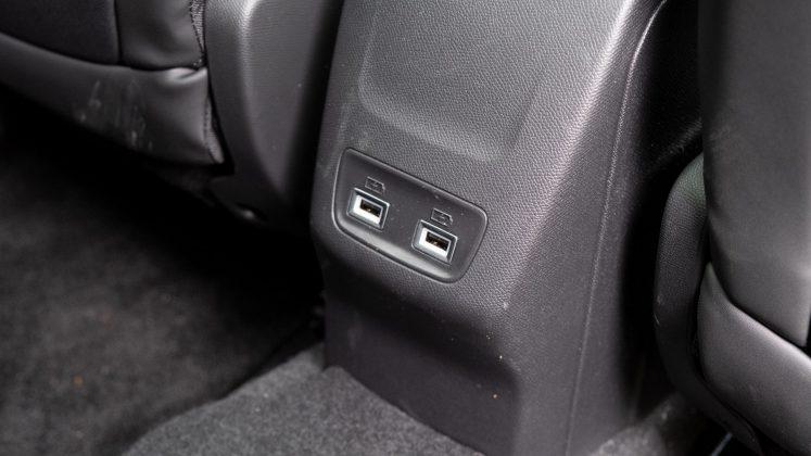 Peugeot e-2008 USB