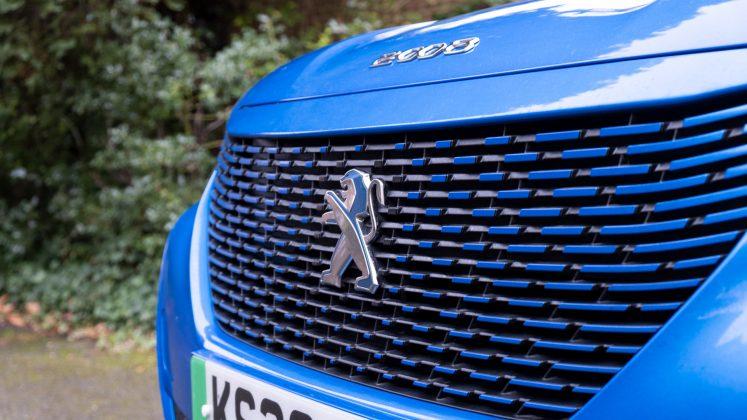 Peugeot e-2008 badge