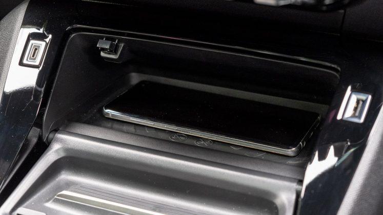 Peugeot e-2008 charging pad