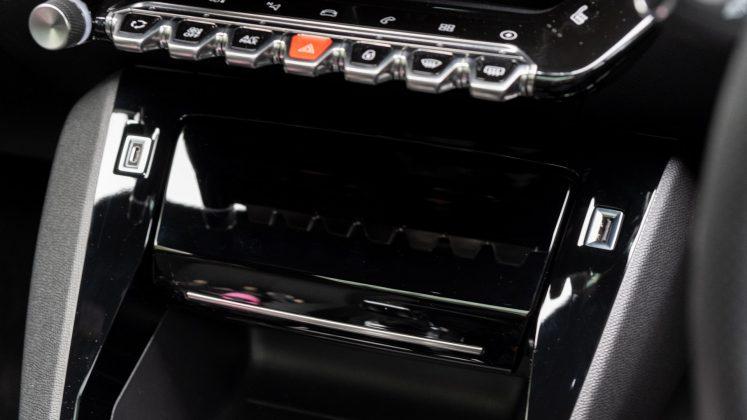 Peugeot e-2008 charging pad lid