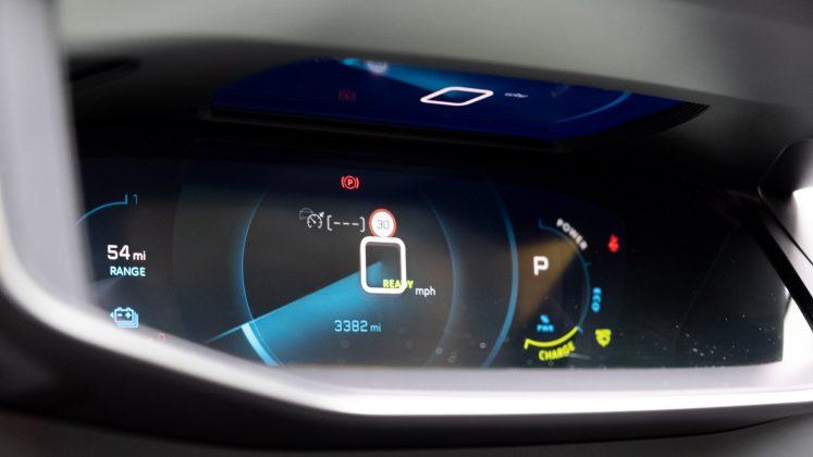 Peugeot e-2008 cluster design