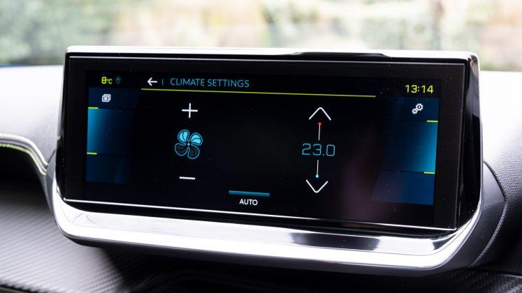 Peugeot e-2008 display
