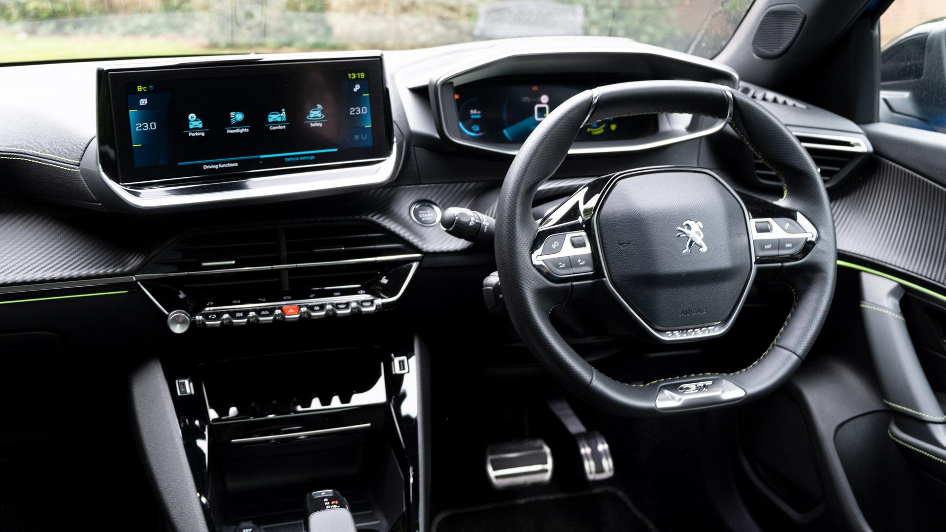 Peugeot e-2008 front cabin
