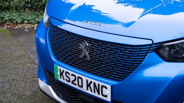 Peugeot e-2008 front grille