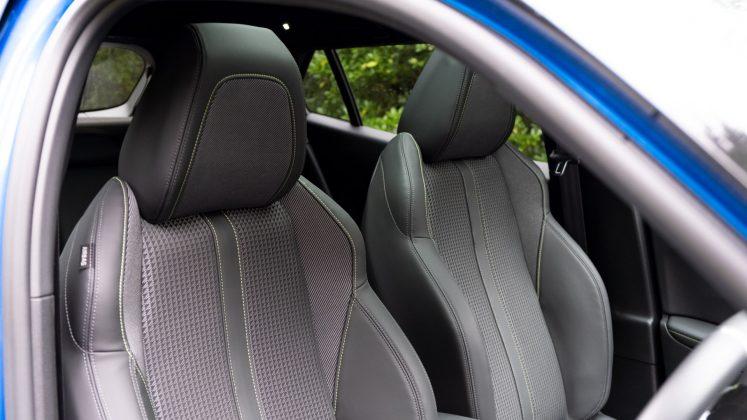 Peugeot e-2008 front seats