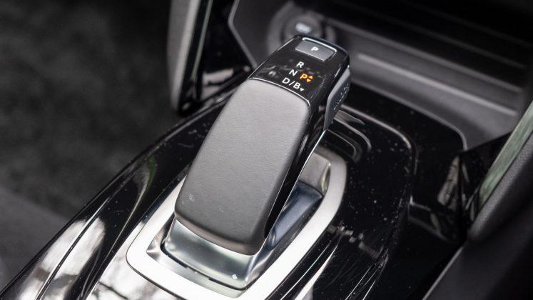 Peugeot e-2008 gear selector