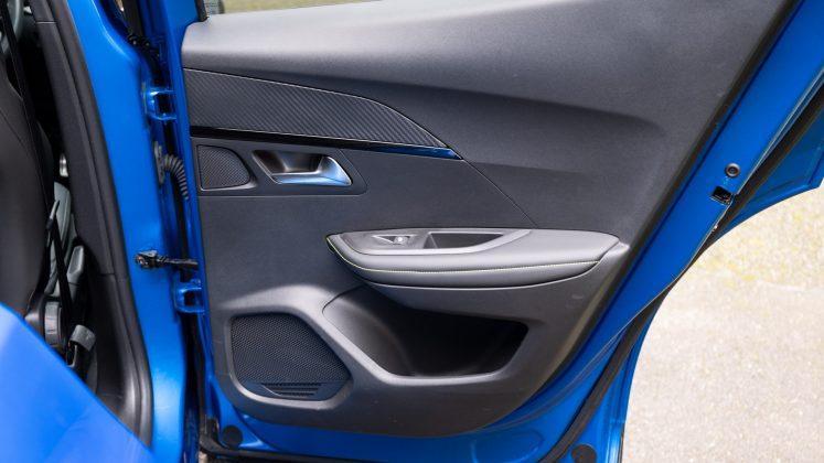 Peugeot e-2008 rear door