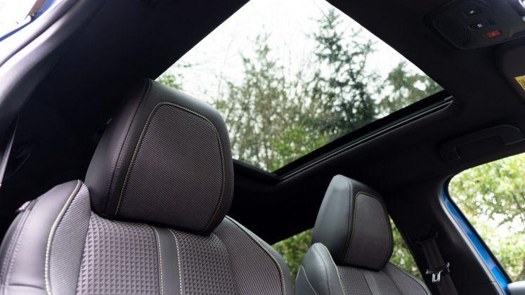 Peugeot e-2008 sunroof