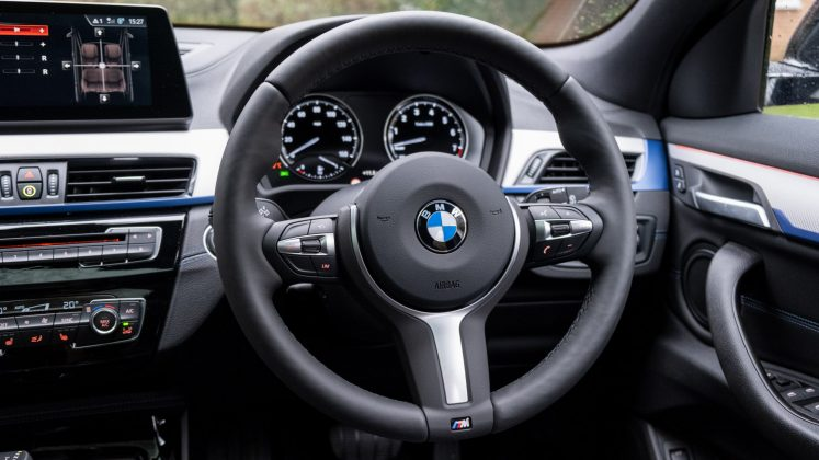 BMW X2 xDrive25e cabin wheel
