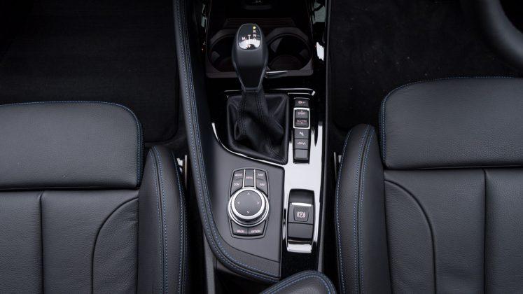 BMW X2 xDrive25e centre console