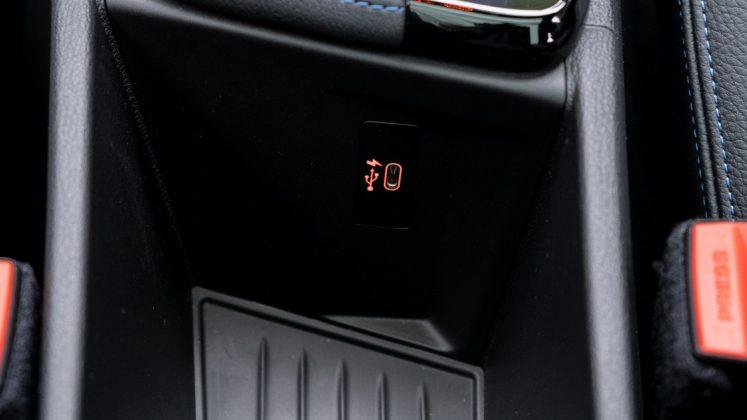 BMW X2 xDrive25e front USB