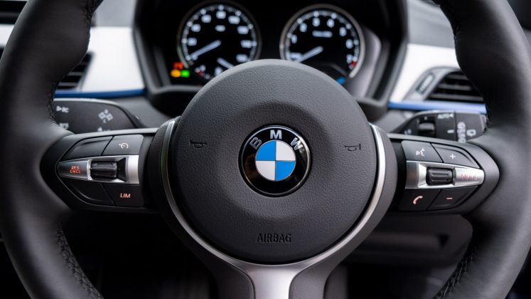 BMW X2 xDrive25e steering wheel