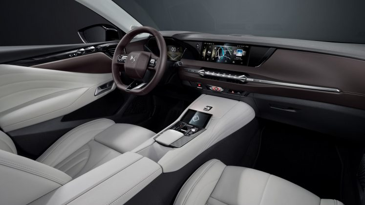 DS 4 interior white