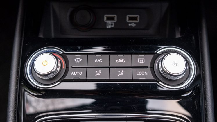 MG5 EV climate controls