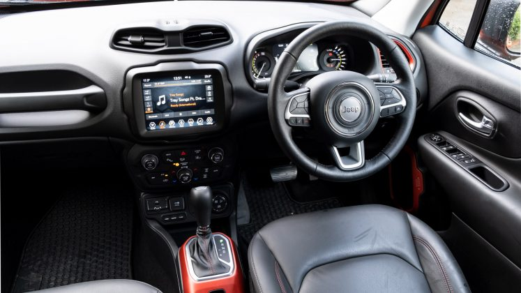 Jeep Renegade 4xe front cabin