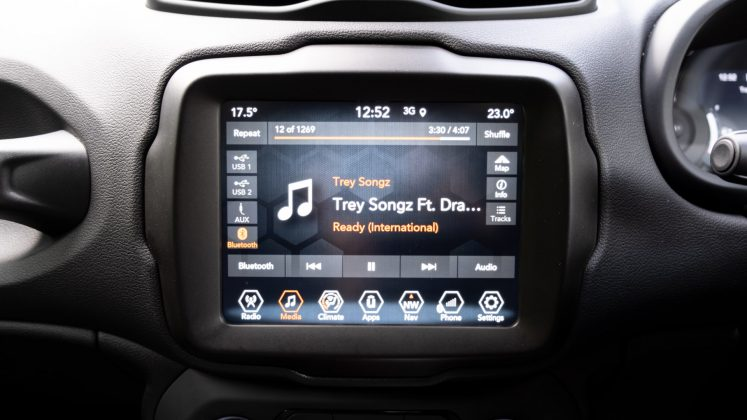 Jeep Renegade 4xe infotainment