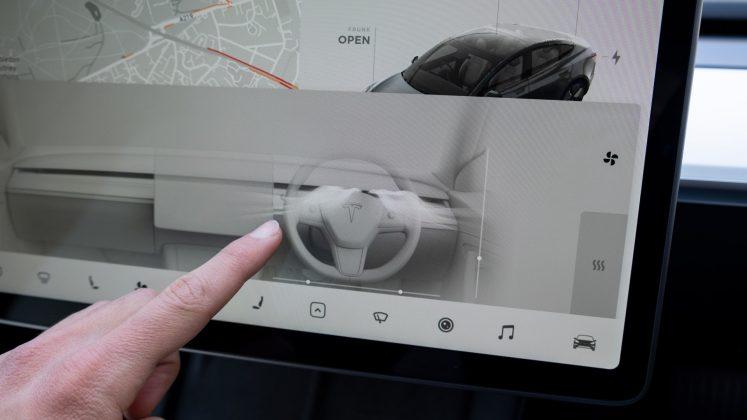 Tesla Model 3 air control