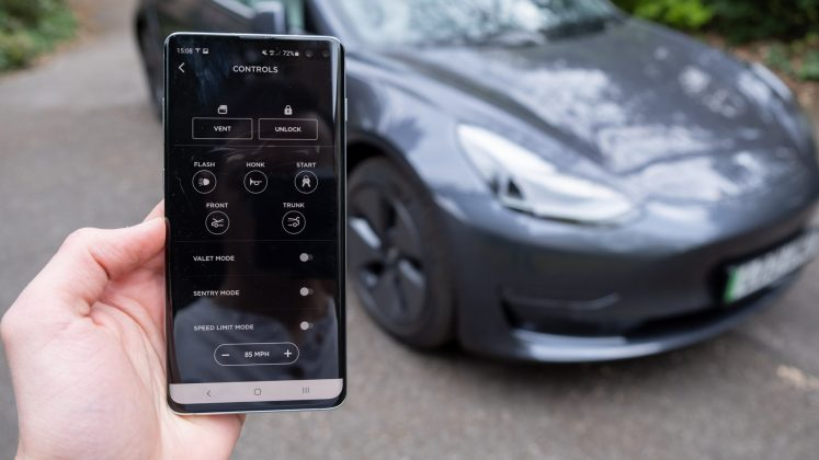 Tesla Model 3 app car control