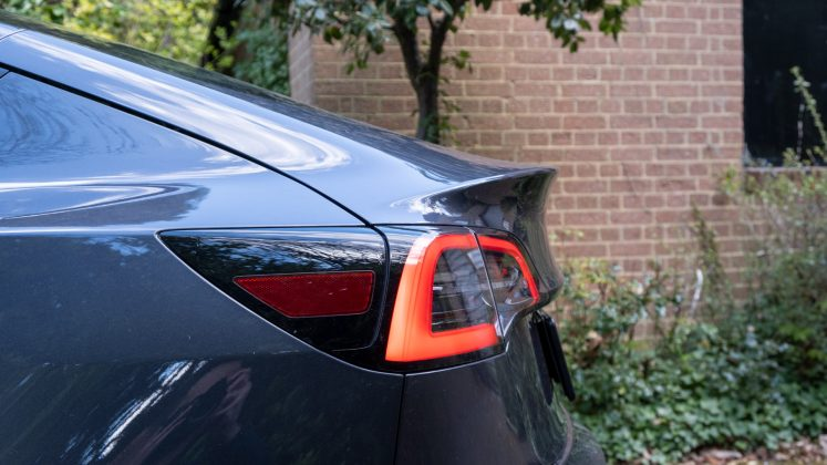 Tesla Model 3 spoiler