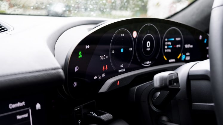Porsche Taycan Turbo cluster
