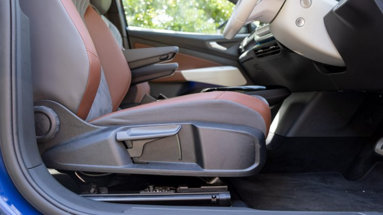 Volkswagen ID.4 front seats control